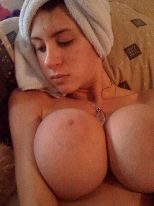 【外人】プリップリのボールみたいな爆乳おっぱいをネットに晒す素人の自画撮りポルノ画像 106