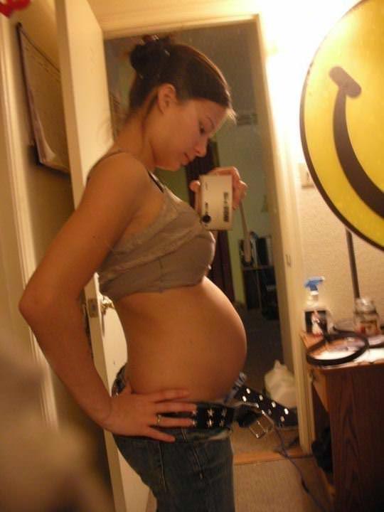 【外人】10代で妊娠してしまった若人妻たちの自画撮りお腹の素人ポルノ画像 1084