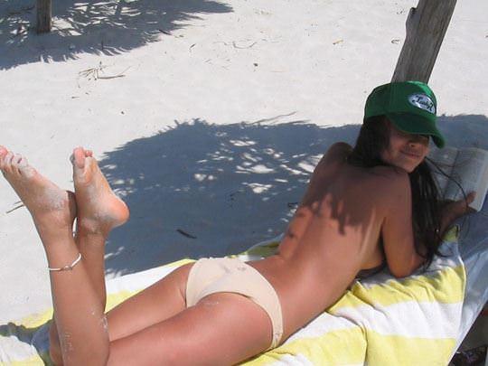 【外人】フィリピン在住の小麦肌の激カワ美女がビーチでおっぱい露出&フェラチオポルノ画像 11121