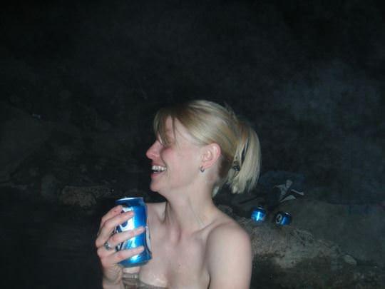 【外人】女友達と温泉入って自画撮りしたりおっぱい隠し撮りしてるポルノ画像 1113