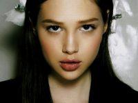 【外人】大人になりきれないアナイス・ポウリオット(Anais Pouliot)激カワ美少女の巨乳おっぱいポルノ画像