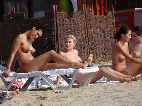 【外人】ヌーディストビーチで可愛い子ばかりのおっぱいを厳選して撮影した露出ポルノ画像 1164