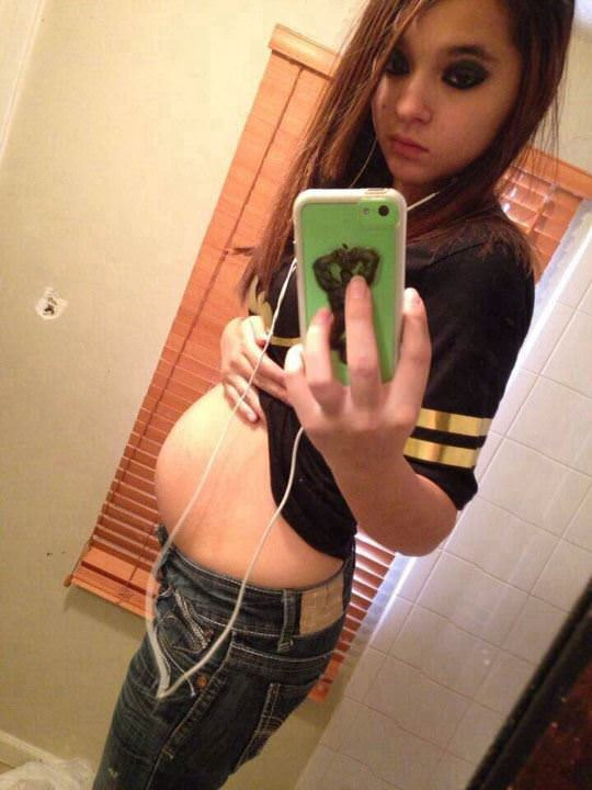 【外人】妊娠してBカップからDカップのおっきくなった巨乳おっぱい人妻の自画撮りポルノ画像 1173