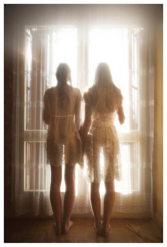 【外人】シースルーの下着を着た美少女姉弟のセミヌードポルノ画像 1181
