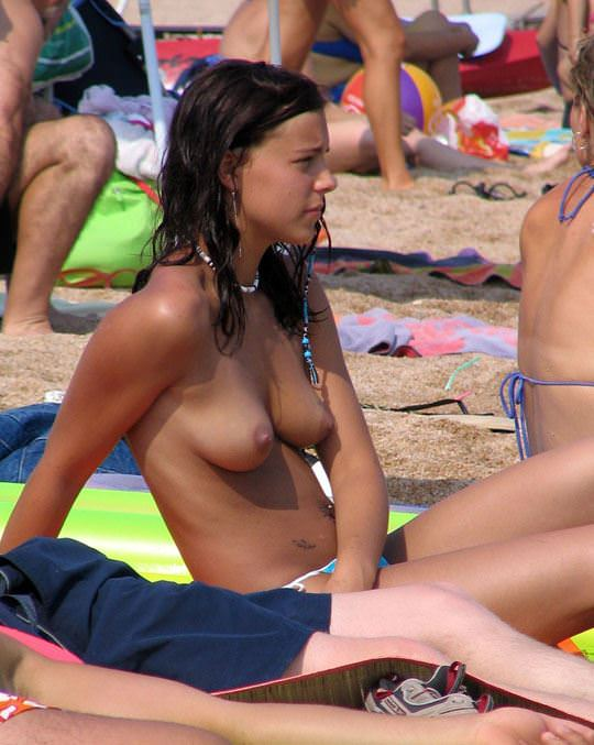 【外人】ヌーディストビーチで可愛い子ばかりのおっぱいを厳選して撮影した露出ポルノ画像 1238