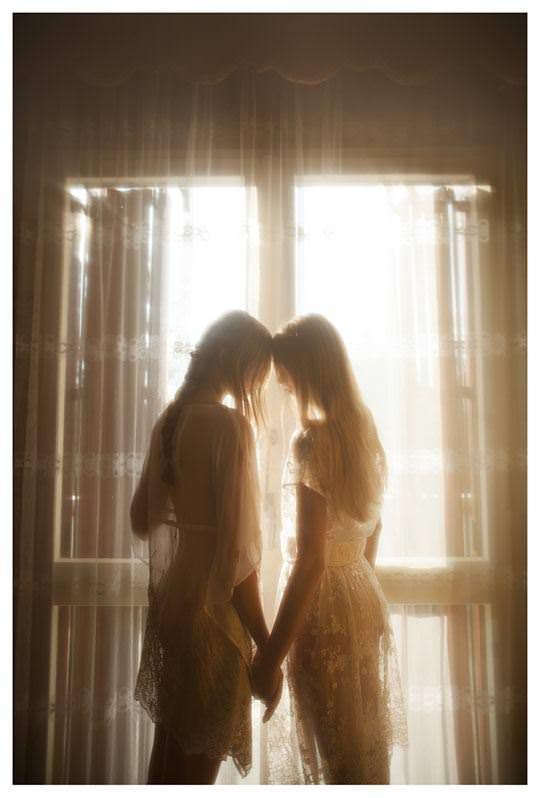 【外人】シースルーの下着を着た美少女姉弟のセミヌードポルノ画像 1246