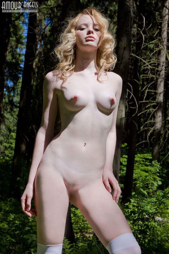 【外人】ロシアのアルビノ美女ヴィオレッタ(Violetta)の乳首がピンク過ぎて抜けるポルノ画像 1291