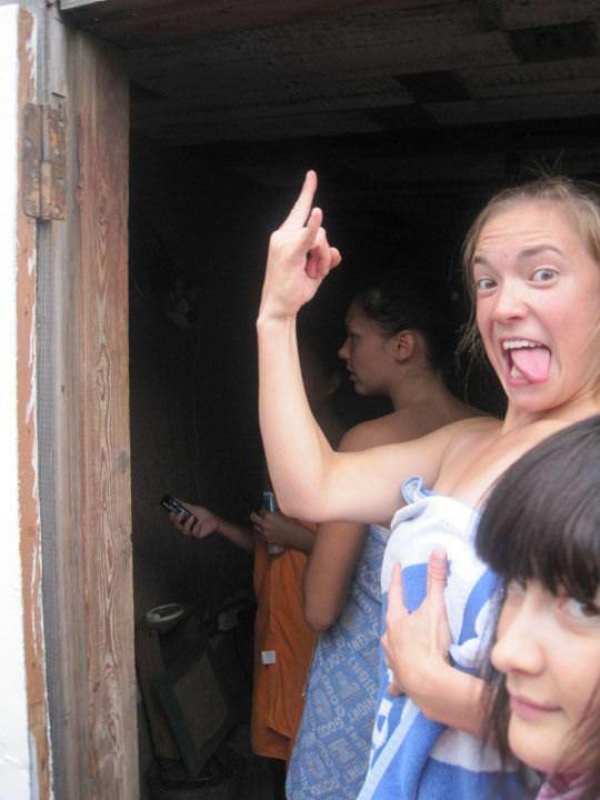 【外人】ロシア人の仲良し素人女子大生5人がサウナでパイパン記念撮影ポルノ画像 1294
