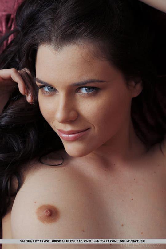 【外人】ウクライナの森から生まれたヴァレリア(Valeria A)美乳乳首とパイパンの色気が美しいポルノ画像 1366