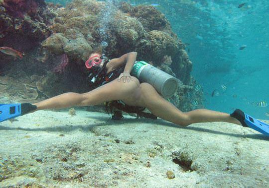 【外人】アワビかと思ったらおまんこだった水中に浮かぶ素人娘のポルノ画像 142