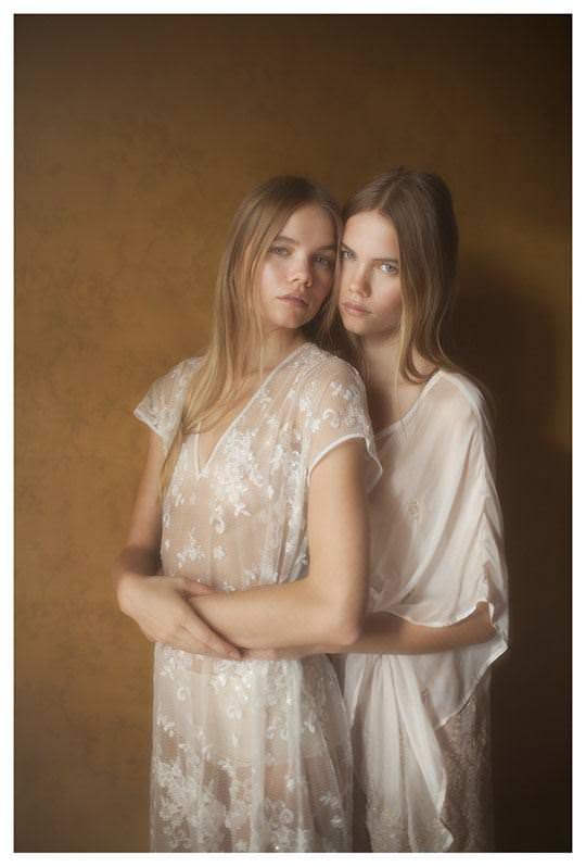 【外人】シースルーの下着を着た美少女姉弟のセミヌードポルノ画像 1442