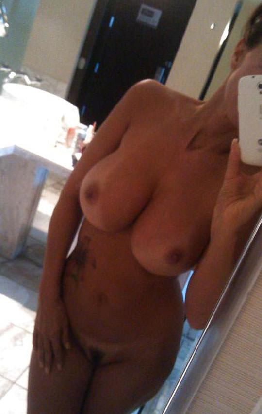 【外人】プリップリのボールみたいな爆乳おっぱいをネットに晒す素人の自画撮りポルノ画像 145