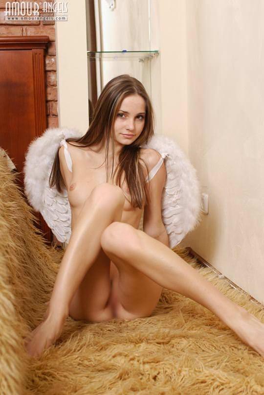 【外人】可憐な19歳ロシアン美少女イリナ(Irina)のスレンダーで可愛いAカップおっぱいが魅力的なポルノ画像 1546