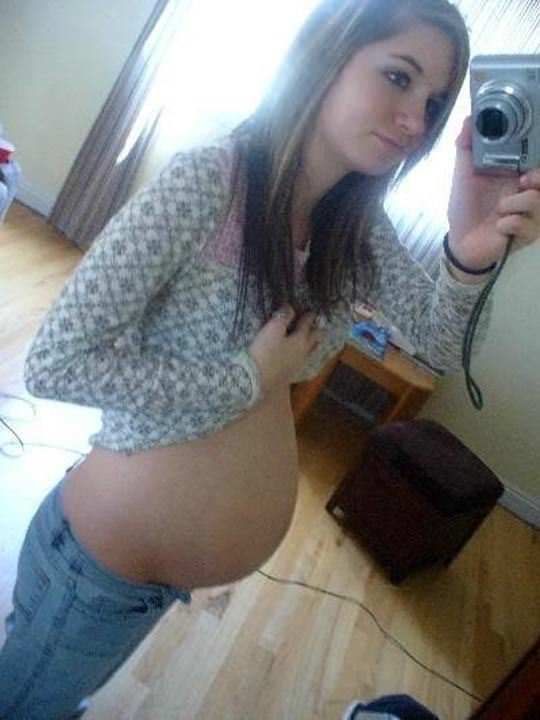 【外人】10代で妊娠してしまった若人妻たちの自画撮りお腹の素人ポルノ画像 1570