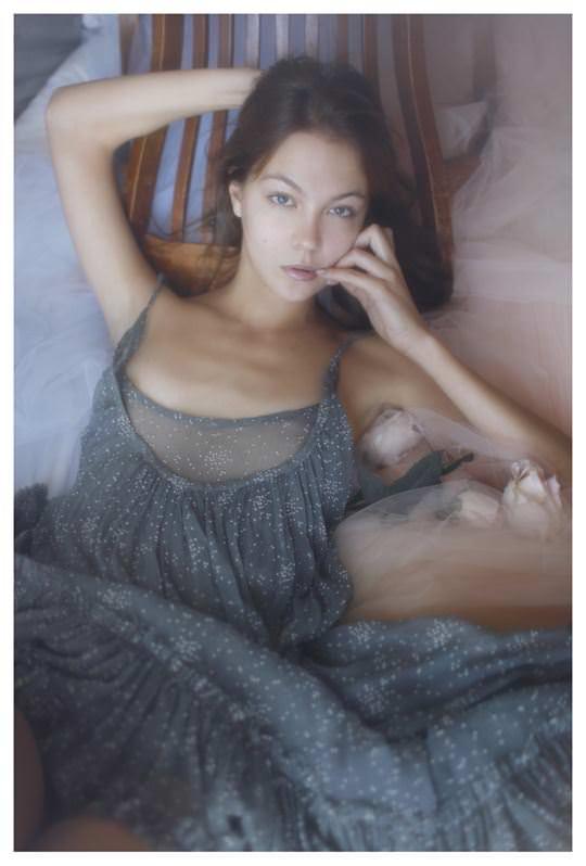 【外人】誰もが認める北欧系美女の芸術的セミヌードポルノ画像 1611