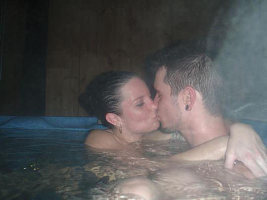 【外人】女友達と温泉入って自画撮りしたりおっぱい隠し撮りしてるポルノ画像 165