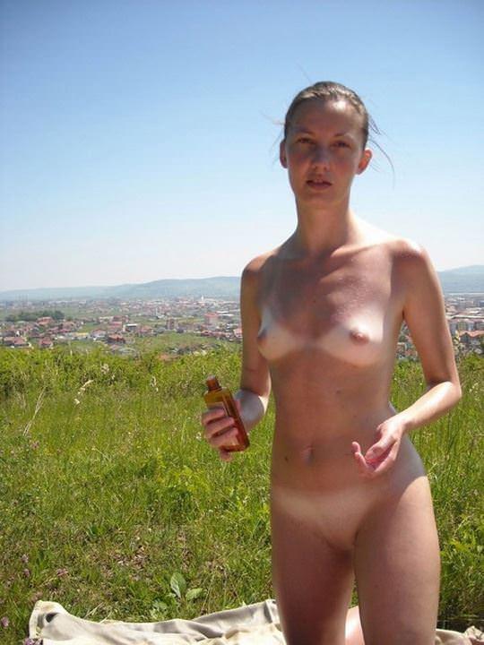 【外人】海外の素人女性はおっぱい露出してエッチな個人撮影を楽しんでいるおふざけポルノ画像 1817