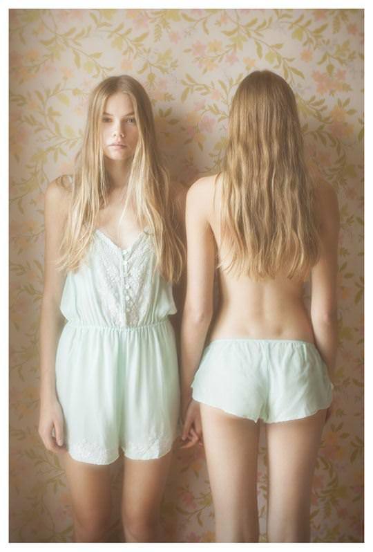 【外人】シースルーの下着を着た美少女姉弟のセミヌードポルノ画像 1837
