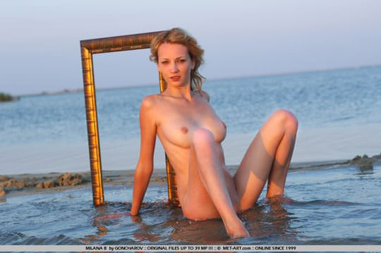 【外人】整った顔立ちの青い瞳のブロンド美女ミラナ(Milana B)18歳パイパン全裸開放してるポルノ画像 1948