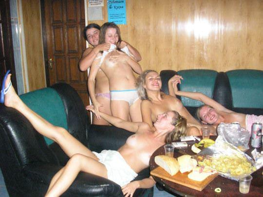 【外人】イギリスの最新サウナでは乱痴気エロパーティーが流行ってるポルノ画像 1951