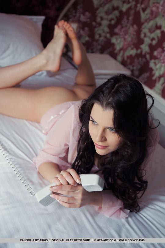 【外人】ウクライナの森から生まれたヴァレリア(Valeria A)美乳乳首とパイパンの色気が美しいポルノ画像 1952