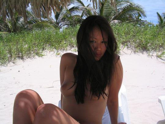 【外人】フィリピン在住の小麦肌の激カワ美女がビーチでおっぱい露出&フェラチオポルノ画像 1956