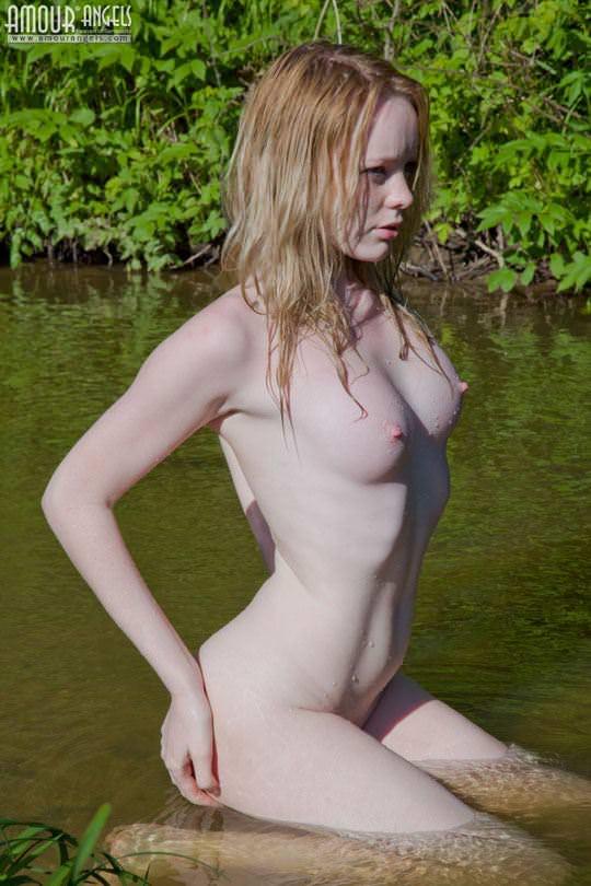 【外人】ロシアのアルビノ美女ヴィオレッタ(Violetta)の乳首がピンク過ぎて抜けるポルノ画像 1957
