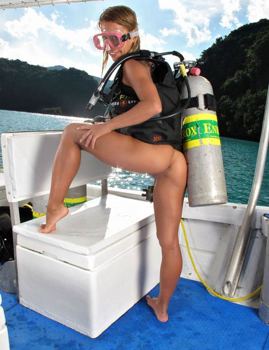 【外人】アワビかと思ったらおまんこだった水中に浮かぶ素人娘のポルノ画像 201