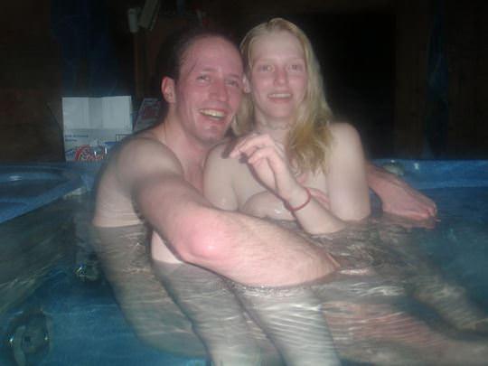 【外人】女友達と温泉入って自画撮りしたりおっぱい隠し撮りしてるポルノ画像 204