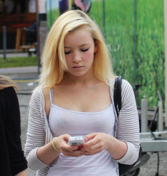 【外人】可愛いヨーロッパの素人女性を街撮りしたポルノ画像 2103