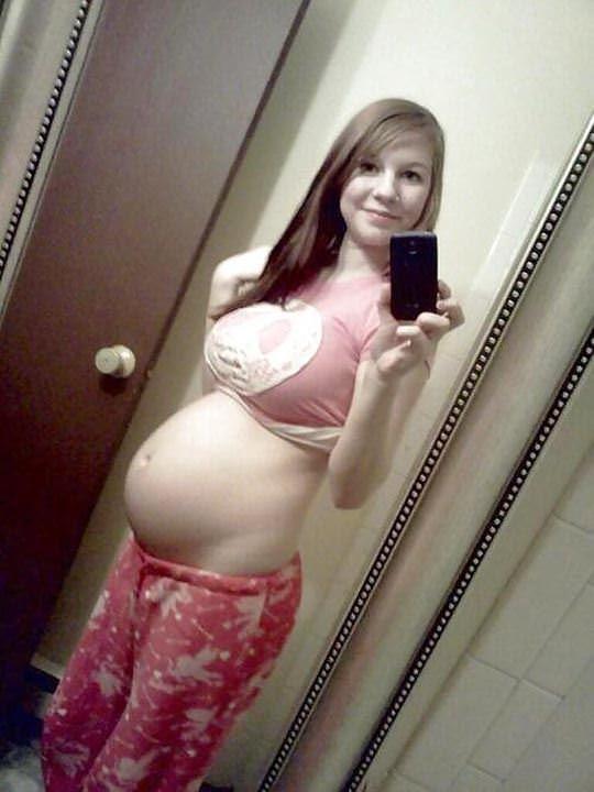 【外人】10代で妊娠してしまった若人妻たちの自画撮りお腹の素人ポルノ画像 21106