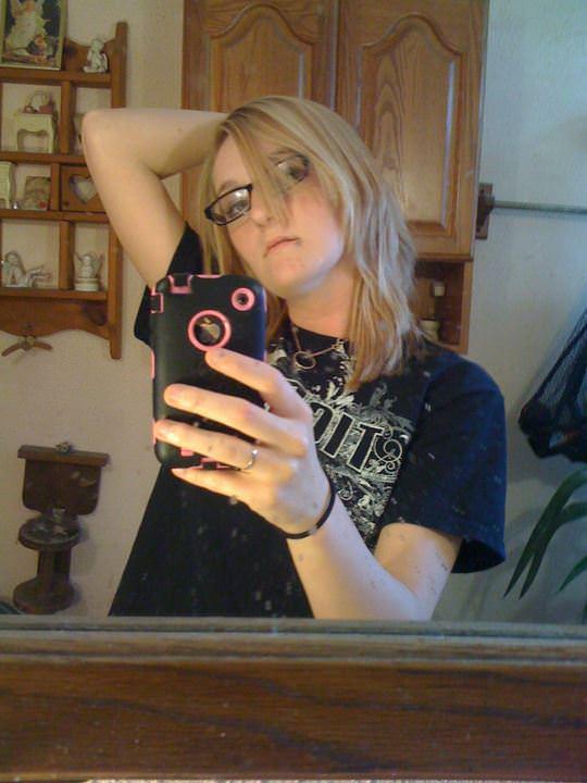 【外人】まんこ隠してピンク乳首おっぱいを自画撮りする素人娘のポルノ画像 2174