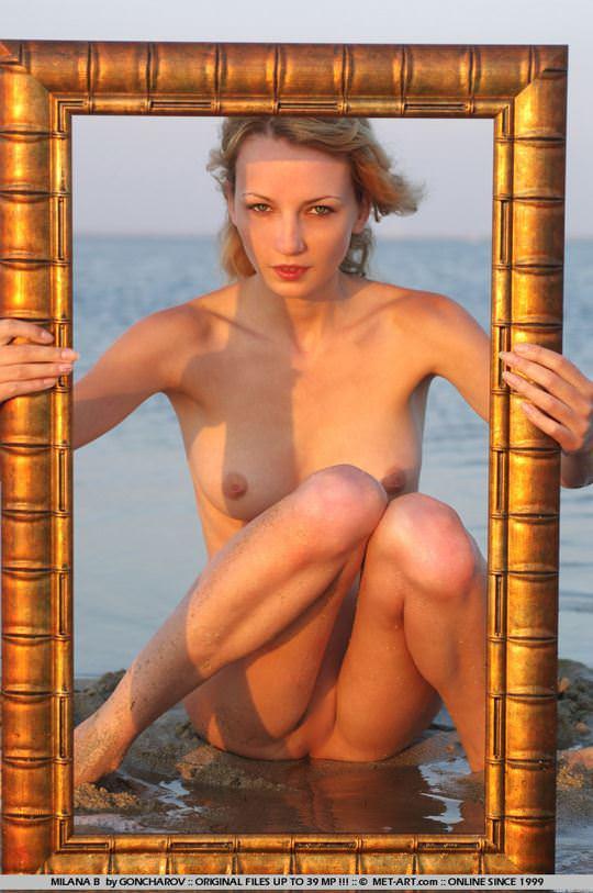 【外人】整った顔立ちの青い瞳のブロンド美女ミラナ(Milana B)18歳パイパン全裸開放してるポルノ画像 2195