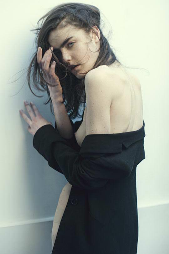 【外人】自分の魅力を引き出すためにヌードで頑張る無名ファッションモデルのポルノ画像 2200