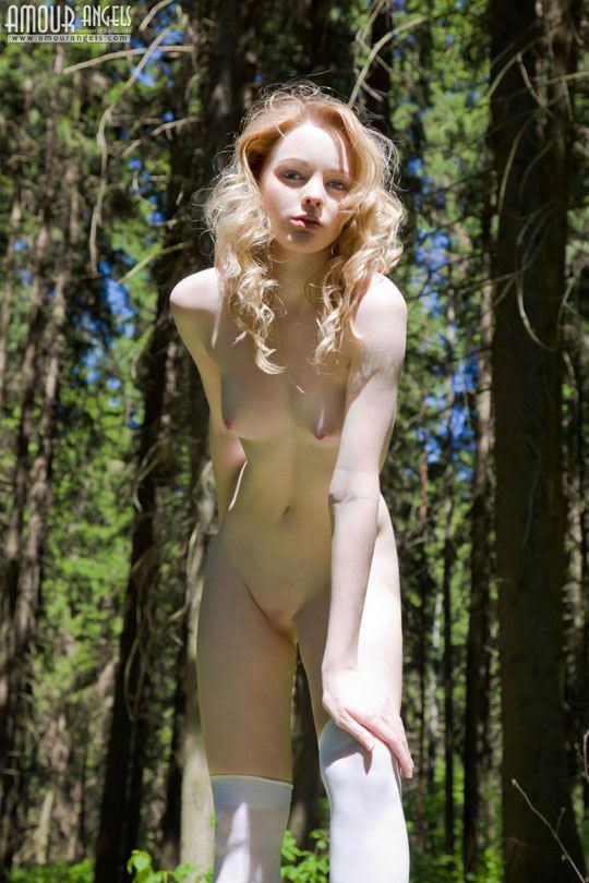 【外人】ロシアのアルビノ美女ヴィオレッタ(Violetta)の乳首がピンク過ぎて抜けるポルノ画像 2209