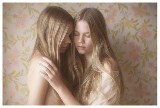 【外人】シースルーの下着を着た美少女姉弟のセミヌードポルノ画像 2238