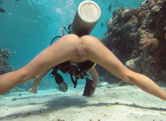 【外人】アワビかと思ったらおまんこだった水中に浮かぶ素人娘のポルノ画像 231