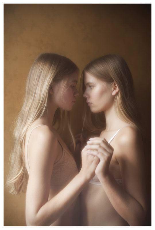 【外人】シースルーの下着を着た美少女姉弟のセミヌードポルノ画像 2430
