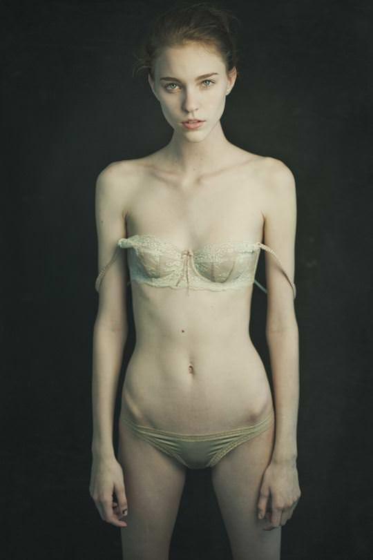 【外人】自分の魅力を引き出すためにヌードで頑張る無名ファッションモデルのポルノ画像 2441