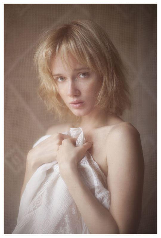 【外人】誰もが認める北欧系美女の芸術的セミヌードポルノ画像 250