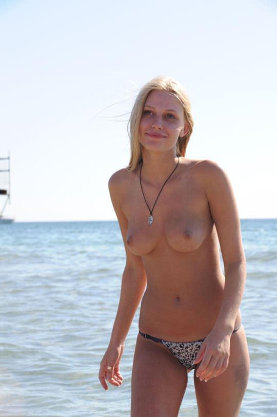 【外人】ヌーディストビーチで可愛い子ばかりのおっぱいを厳選して撮影した露出ポルノ画像 2523