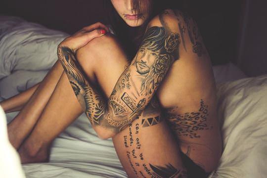 【外人】可愛い女の子が体中にタトゥーを入れてセクシーにキメてるポルノ画像 289