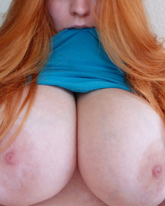 【外人】プリップリのボールみたいな爆乳おっぱいをネットに晒す素人の自画撮りポルノ画像 291