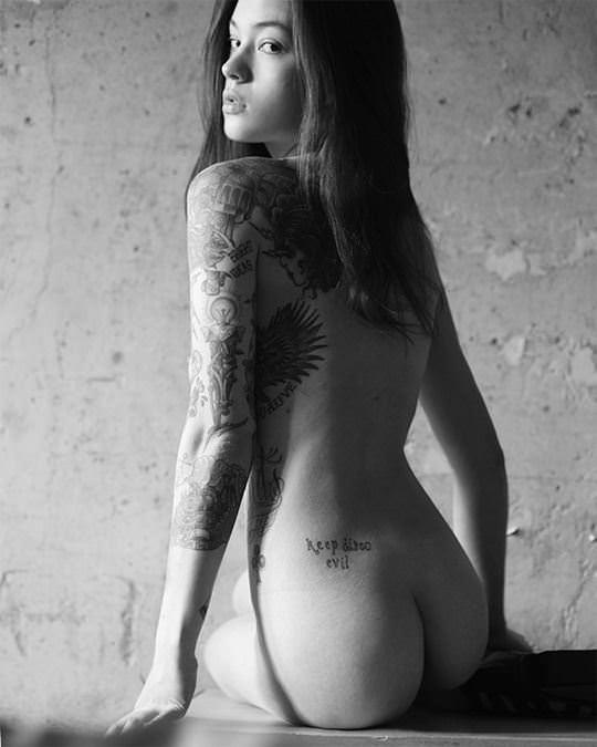 【外人】自分の魅力を引き出すためにヌードで頑張る無名ファッションモデルのポルノ画像 2927