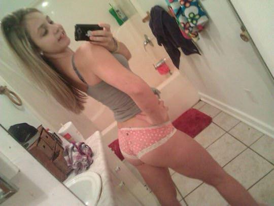 【外人】白人少女たちのヌード自画撮り写真のおっぱいに吸い付きたいポルノ画像 3021