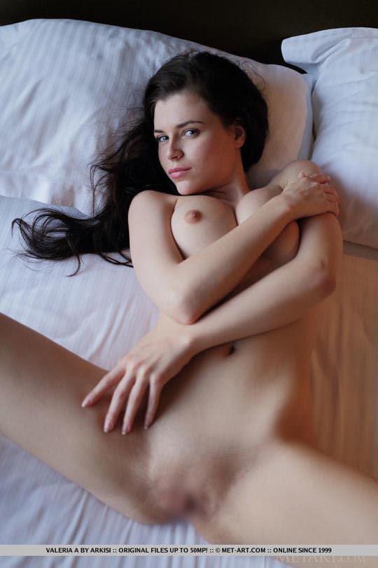 【外人】ウクライナの森から生まれたヴァレリア(Valeria A)美乳乳首とパイパンの色気が美しいポルノ画像 3158