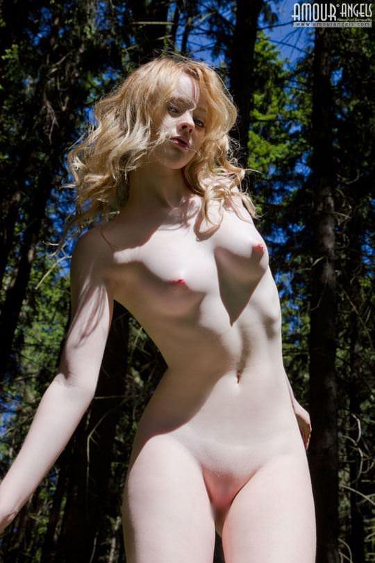 【外人】ロシアのアルビノ美女ヴィオレッタ(Violetta)の乳首がピンク過ぎて抜けるポルノ画像 3168
