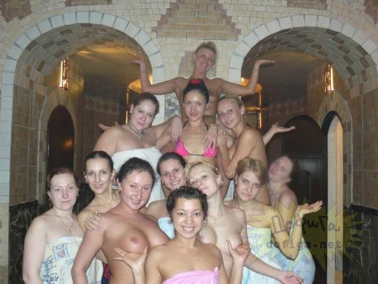 【外人】大衆浴場で素っ裸になっておふざけ女子会するロシア人素人のポルノ画像 3171