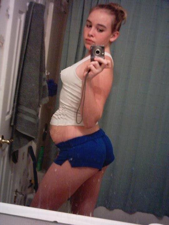 【外人】10代で妊娠してしまった若人妻たちの自画撮りお腹の素人ポルノ画像 3175