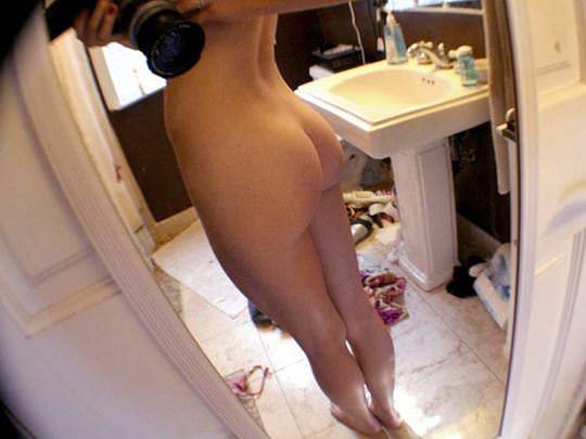 【外人】魚眼レンズでムッチリグラマラスなおっぱいとお尻を自画撮りしてる赤毛超絶美女のポルノ画像 318